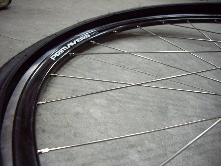 Mounting Tight Bicycle Tire To Wheel Rim Without Tire Levers